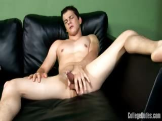 Porn Tube of College Dudes - Darren Ray Busts A Nut