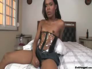Porno Video of Dark Skinned Beauty Loves To Stroke Her Beautiful Horny Cock