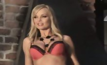 Hot photoshoot of Silvia Saint behind the scenes in here !