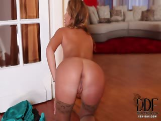 Porno Video of Curvaceous French Beauty Pinup