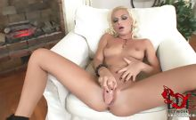 Hot blonde spreads pussy wide
