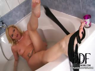 Porno Video of Splashing Around In Her Nylons