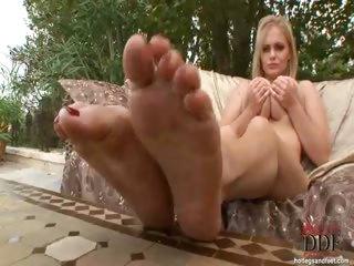 Porno Video of Teen Babe Alex Sucking Feet