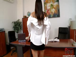 Porno Video of Eve Gets Down In Her Office!