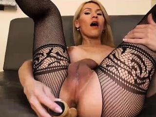 leute heute bringen wir ihnen diese sexy blonde kleine süsse