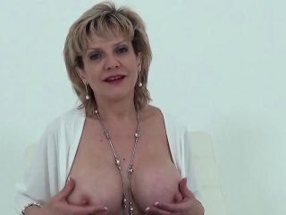 cheating british mature gill ellis reveals her heavy breasts