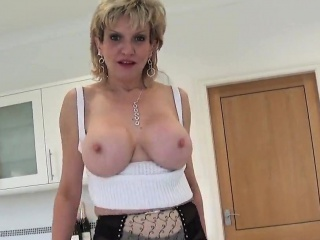 adulterous english mature lady sonia shows off her heavy bre