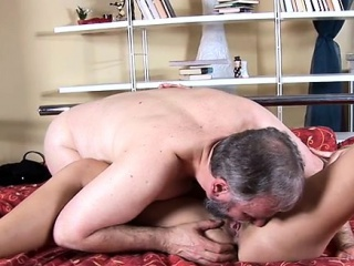 hot mom welcomes hard dick to enter her soaking twat