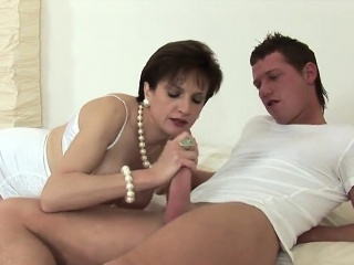 unfaithful british mature lady sonia displays her heavy boob