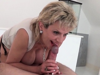 cheating british mature lady sonia displays her huge tits