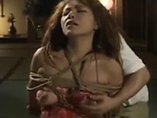 кърваво японско бебе с прекрасен задник изследва робството си