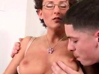 lusty milf is pleasuring her vagina with zealous fingering