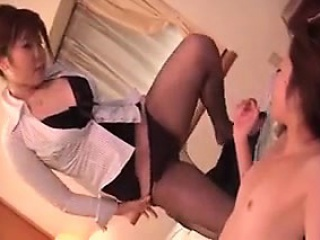 lesbian cuties finger and eat pussy before using a double d