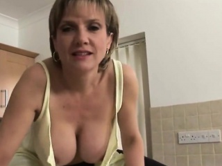 cheating british milf gill ellis reveals her huge breasts