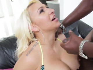 pornstar bombshell gets her anal shagged with hard dick
