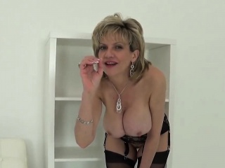 unfaithful british mature lady sonia shows off her heavy pup