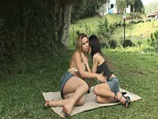 outdoor sex between shemale and woman
