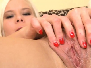 cute cutie is gaping narrow cunt in close range and coming