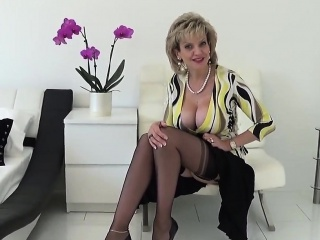 adulterous uk mature lady sonia flaunts her gigantic breasts
