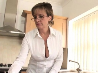 cheating english milf lady sonia flaunts her heavy jugs