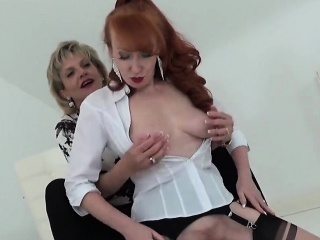 unfaithful british milf lady sonia displays her heavy boobie