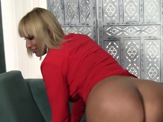 blonde milf gets her ass licked then gives a blowjob then