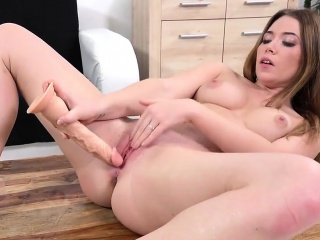 exquisite nympho is pissing and finger fucking bald twat