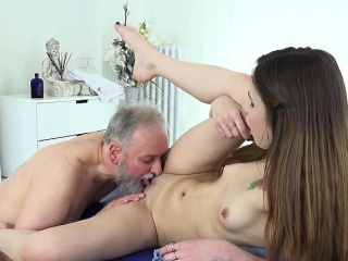 Teen Slut Elle Rose Gets Pleasure Pussy