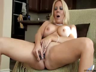 Porno Video of Kara Nox Reveals And Masturbates Her Shaved Pussy In An Interview