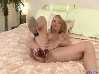 Porno Video of Sexy Shayla Laveaux Gets Interviewed While Gently Stroking Her Mature Pussy With The Rabbit Toy