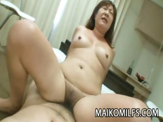 Porno Video of Hairy Pussy Japanese Granny