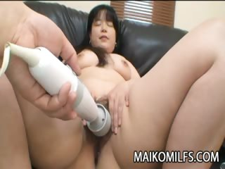 Porno Video of Japanese Milf Getting Her Pussy Explore