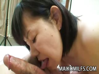 Sex Movie of Mature Japanese Recieves A Warm Creampie