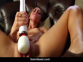 Porno Video of Squirty Reed
