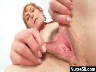 Porno Video of Old Mom Self Exam On Gynochair With Speculum