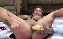 Leeanna Heart fucks her twat with squash