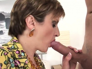 adulterous british mature lady sonia reveals her heavy tits