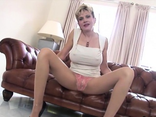 unfaithful english mature lady sonia shows off her big boobs