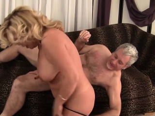 horny and mature woman gives an awesome blowjob and makes