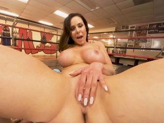 vrbangers com milf getting fucked hard in the boxing ring