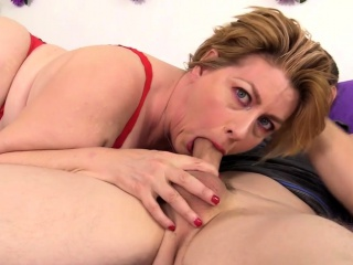 mature slut gets her tits sucked she gives a nice blowjob