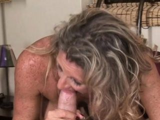 mature lady provides her juicy twat for truly screwing