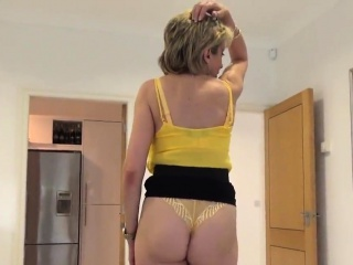 adulterous british mature lady sonia shows off her huge boob