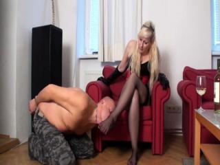 nylon ladies order slaves to worship their nylon feet