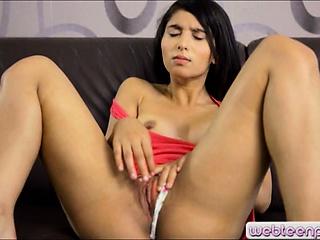 gorgeous girl ria finger fucks her pussy